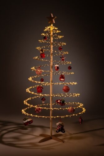 houten kerstbomen versieren