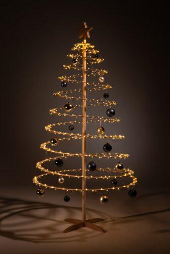 houten kerstboom decoratie kerstballen blauw zilver