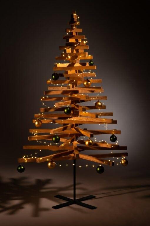 houten kerstboom decoratie kerstballen groen goud